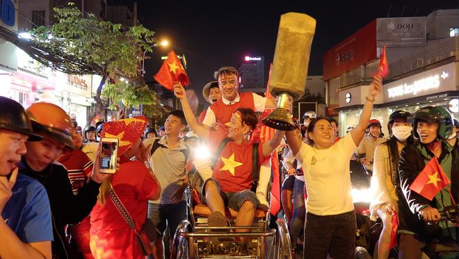 Vũ Hà bóc mẽ Đàm Vĩnh Hưng sau khi đi bão ăn mừng chiến thắng của U22 Việt Nam - Ảnh 3.