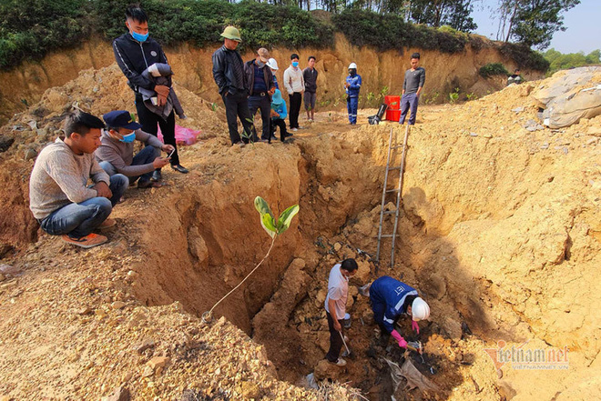 Chấn động: 11 hố chôn chất thải nguy hại chứa axit hữu cơ ở Sóc Sơn - Ảnh 1.