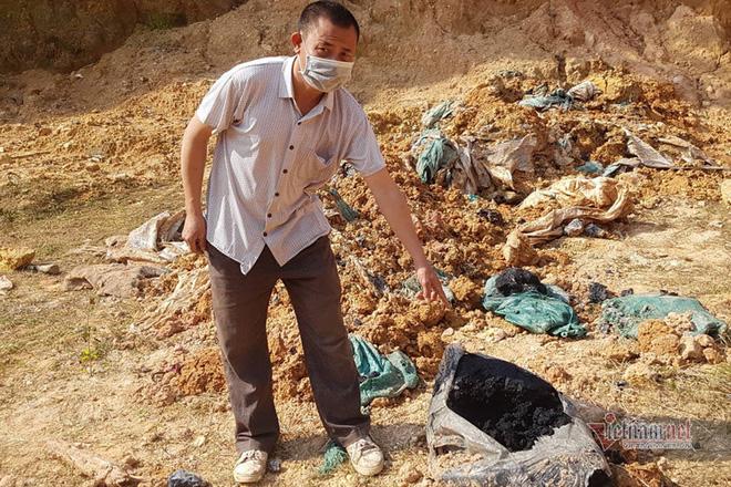 Chấn động: 11 hố chôn chất thải nguy hại chứa axit hữu cơ ở Sóc Sơn - Ảnh 3.