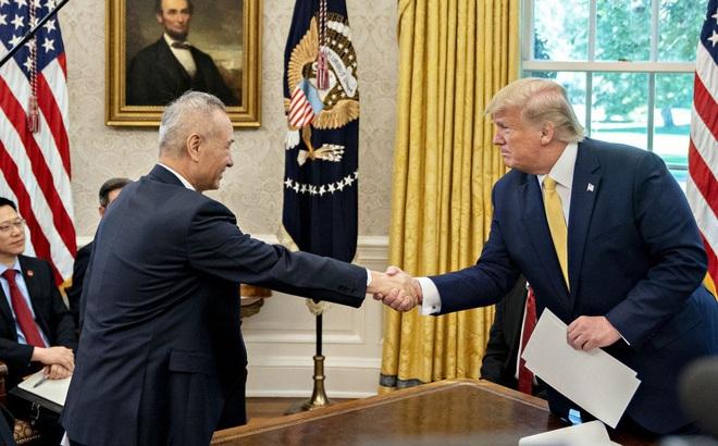 """Bloomberg: Ông Trump duyệt thỏa thuận """"Giai đoạn 1"""", điều khoản tốt đến không ngờ với TQ"""