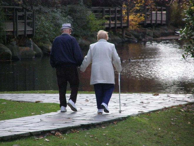 3 việc ngoài ý muốn khiến con người cảm thấy bất lực nhất sau tuổi 60 - Ảnh 2.