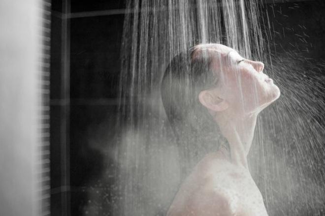 3 sai lầm khi tắm vào mùa đông: Không chỉ hại sức khỏe, gây ngứa mà còn có nguy cơ đột tử - Ảnh 2.
