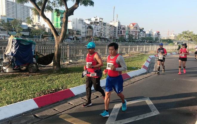 Sau khi thôi việc, ông Đoàn Ngọc Hải chạy marathon và đoạt huy chương - Ảnh 1.