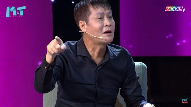 MC Quyền Linh: Tôi thích mặc quần xà lỏn, cởi trần, bê bát cơm ra trước cửa nhà ngồi ăn - Ảnh 1.