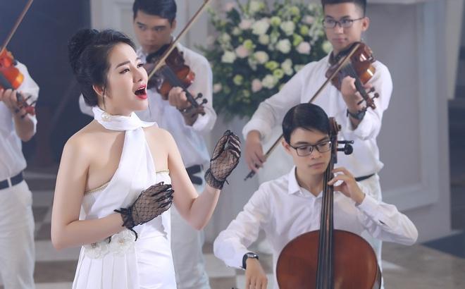 """Phạm Thuỳ Dung """"tạm biệt"""" năm 2019 bằng CD Moon"""