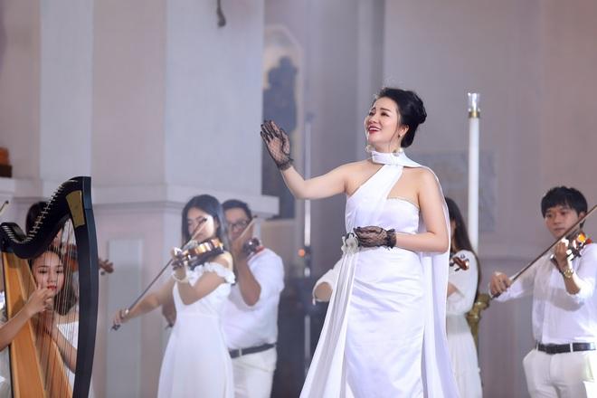 Phạm Thuỳ Dung tạm biệt năm 2019 bằng CD Moon - Ảnh 2.