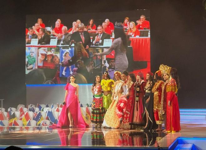 Lương Thùy Linh trượt top 5 gây tiếc nuối, Jamaica đăng quang Hoa hậu Thế giới 2019 - Ảnh 10.