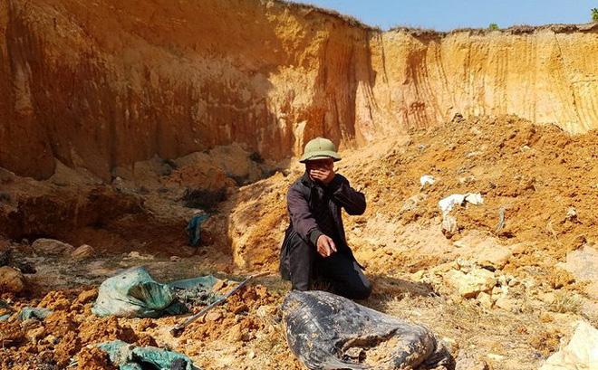 Chôn trộm chất thải nguy hại ở Sóc Sơn: Giám định mẫu chất thải rắn và mẫu nước