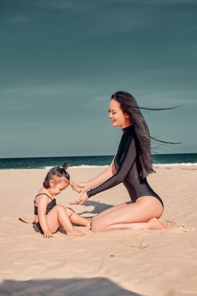 Sang Lê diện bikini khoe vóc dáng gợi cảm và cô con gái đáng yêu vừa tròn 2 tuổi - ảnh 3