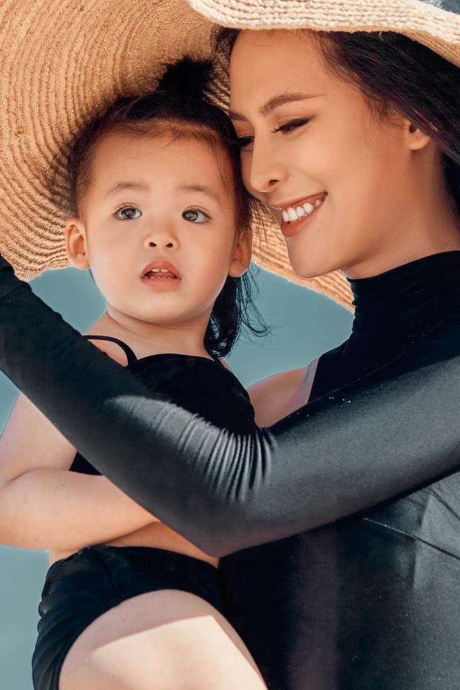 Sang Lê diện bikini khoe vóc dáng gợi cảm và cô con gái đáng yêu vừa tròn 2 tuổi - ảnh 4