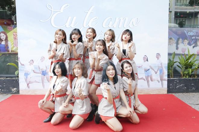 Quyền Linh nhận đỡ đầu nhóm nhạc nữ 10 thành viên - ảnh 1