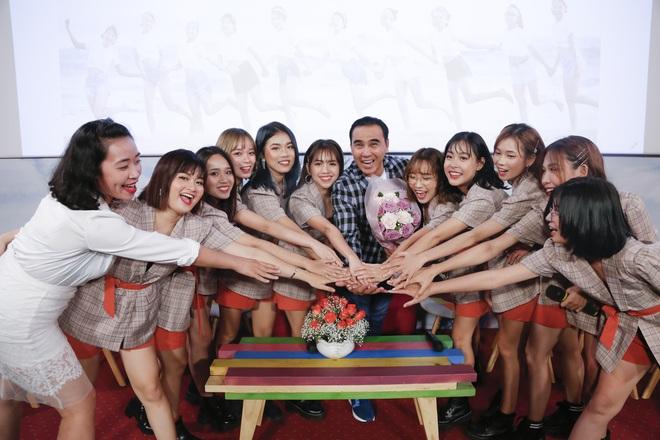 Quyền Linh nhận đỡ đầu nhóm nhạc nữ 10 thành viên - ảnh 5