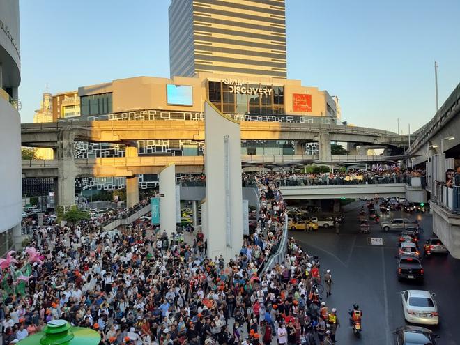 Thái Lan: Biểu tình lớn kỷ lục nổ ra tại thủ đô Bangkok kể từ sau cuộc đảo chính năm 2014 - Ảnh 5.