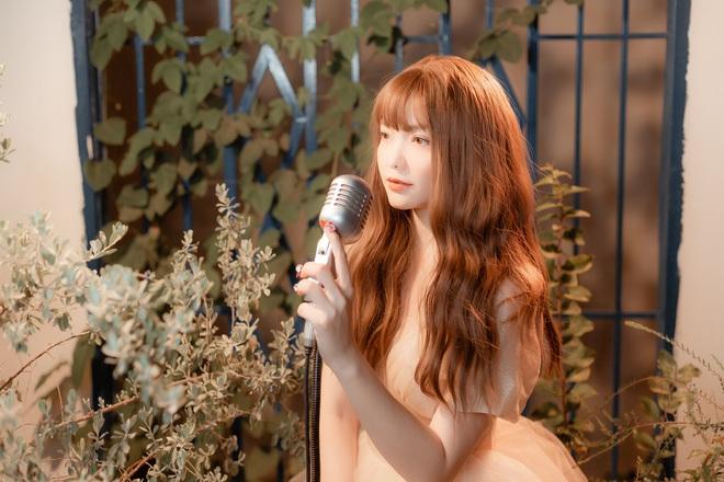 Hồng Kim Hạnh xinh như nàng công chúa trong MV mashup sắp phát hành - Ảnh 1.