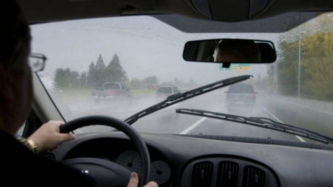 Sử dụng phanh ô tô, đừng để người khác nói mình là tài xế tồi - Ảnh 1.