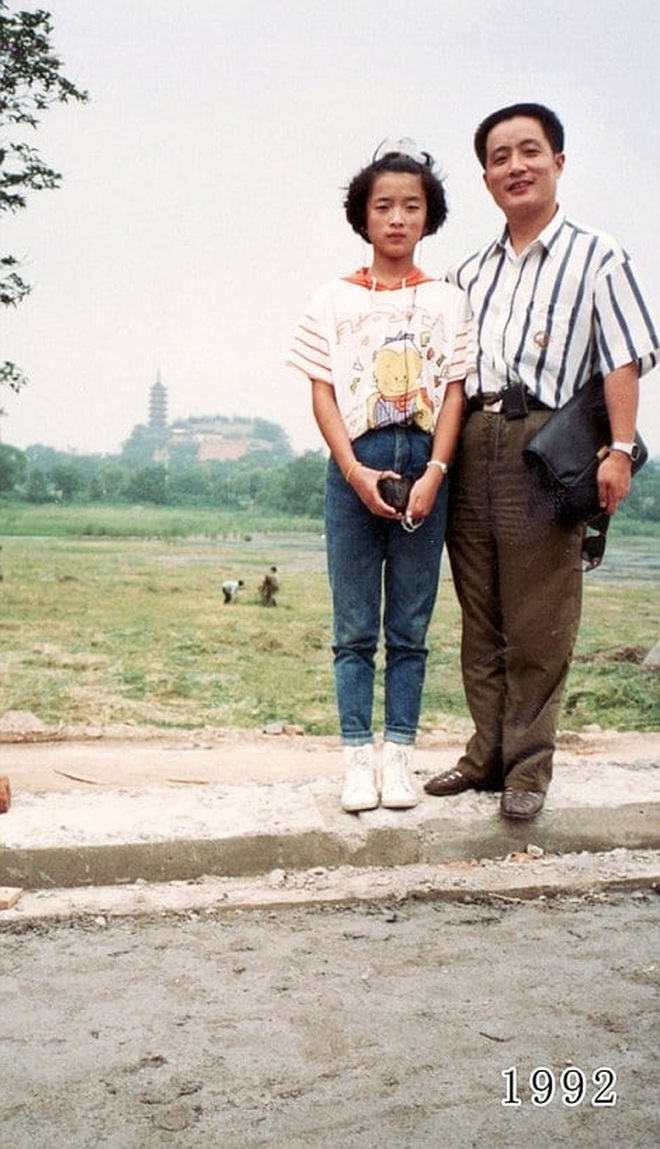 35 năm, bố và con gái chụp cùng một địa điểm: Sự thay đổi ở từng bức ảnh khiến tất cả xúc động - ảnh 12