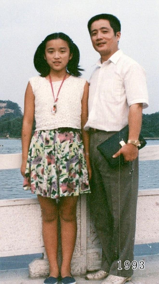 35 năm, bố và con gái chụp cùng một địa điểm: Sự thay đổi ở từng bức ảnh khiến tất cả xúc động - ảnh 13