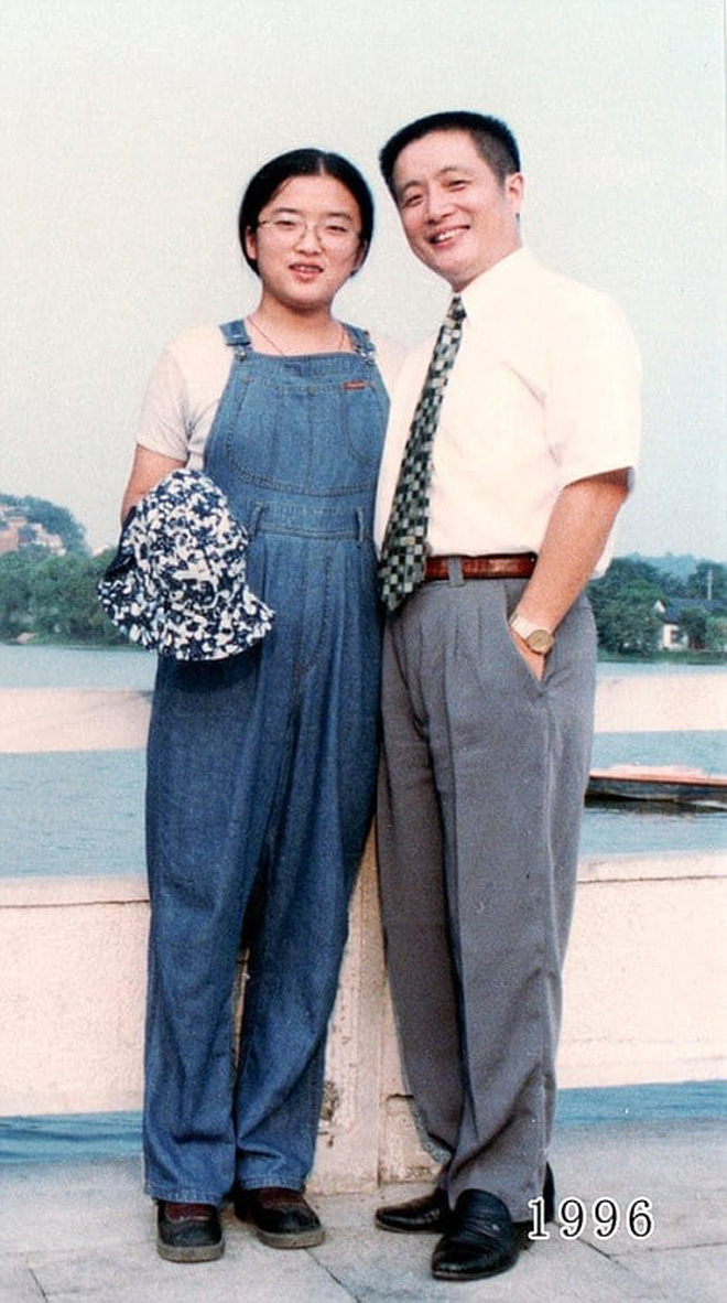 35 năm, bố và con gái chụp cùng một địa điểm: Sự thay đổi ở từng bức ảnh khiến tất cả xúc động - ảnh 16