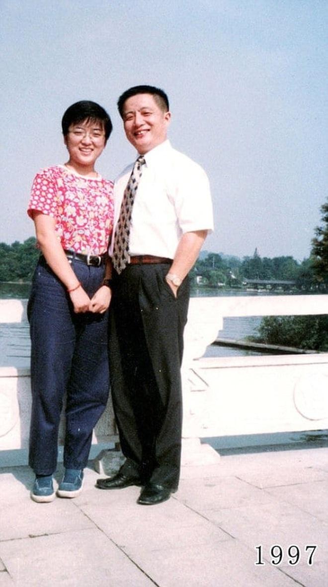 35 năm, bố và con gái chụp cùng một địa điểm: Sự thay đổi ở từng bức ảnh khiến tất cả xúc động - ảnh 17