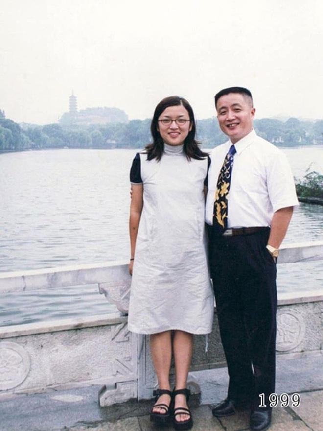 35 năm, bố và con gái chụp cùng một địa điểm: Sự thay đổi ở từng bức ảnh khiến tất cả xúc động - ảnh 18