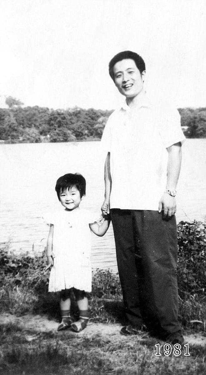 35 năm, bố và con gái chụp cùng một địa điểm: Sự thay đổi ở từng bức ảnh khiến tất cả xúc động - ảnh 3