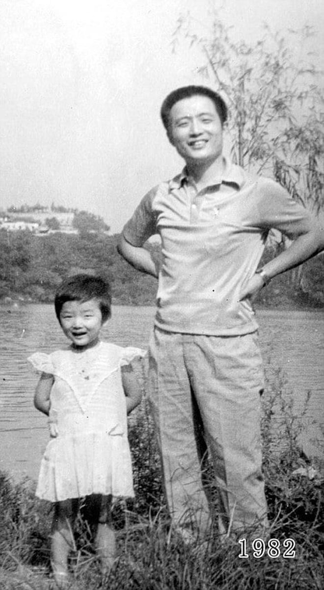 35 năm, bố và con gái chụp cùng một địa điểm: Sự thay đổi ở từng bức ảnh khiến tất cả xúc động - ảnh 4