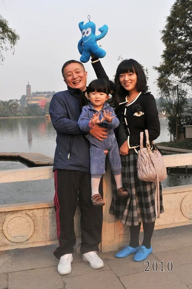 35 năm, bố và con gái chụp cùng một địa điểm: Sự thay đổi ở từng bức ảnh khiến tất cả xúc động - ảnh 29
