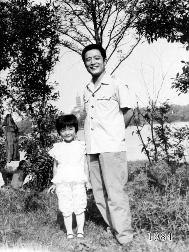35 năm, bố và con gái chụp cùng một địa điểm: Sự thay đổi ở từng bức ảnh khiến tất cả xúc động - ảnh 5