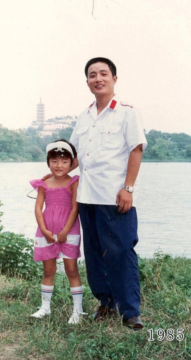 35 năm, bố và con gái chụp cùng một địa điểm: Sự thay đổi ở từng bức ảnh khiến tất cả xúc động - ảnh 6