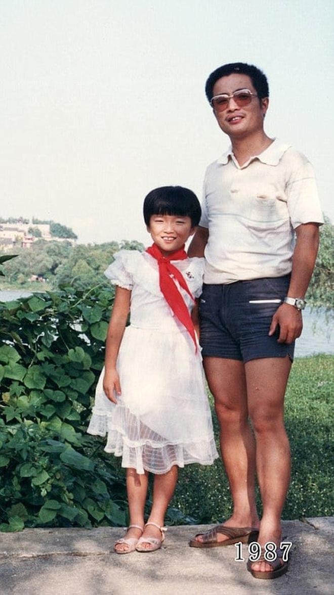 35 năm, bố và con gái chụp cùng một địa điểm: Sự thay đổi ở từng bức ảnh khiến tất cả xúc động - ảnh 8