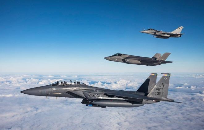 Rối như tơ vò giữa F-15EX và F-35, Mỹ quên mất át chủ bài để hủy diệt Nga-Trung? - Ảnh 5.
