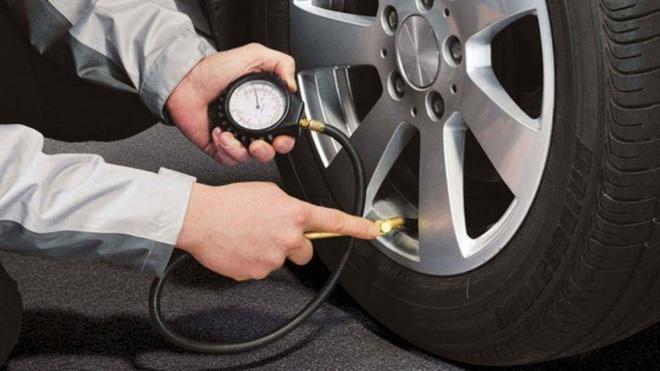 Những điều cần chú ý để đảm bảo an toàn khi lái xe trời lạnh - Ảnh 1.