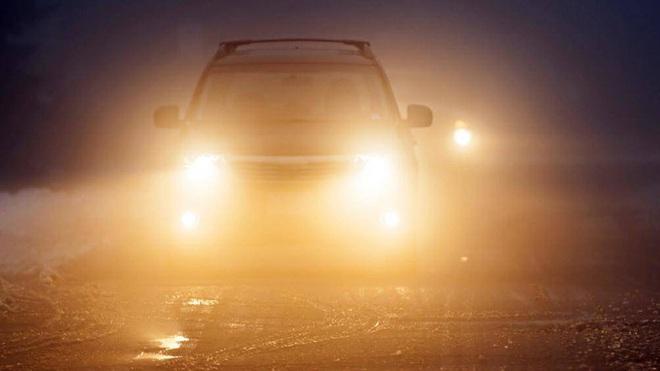 Những điều cần chú ý để đảm bảo an toàn khi lái xe trời lạnh - Ảnh 4.