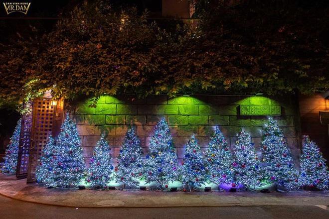 Choáng ngợp sắc màu Noel trong biệt thự 60 tỷ của Đàm Vĩnh Hưng  - Ảnh 2.