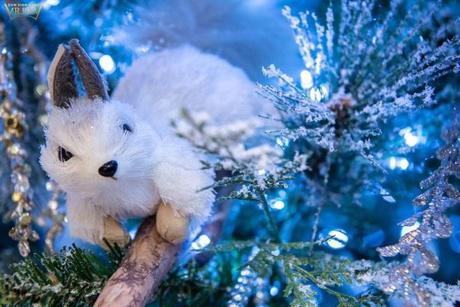 Choáng ngợp sắc màu Noel trong biệt thự 60 tỷ của Đàm Vĩnh Hưng  - Ảnh 13.