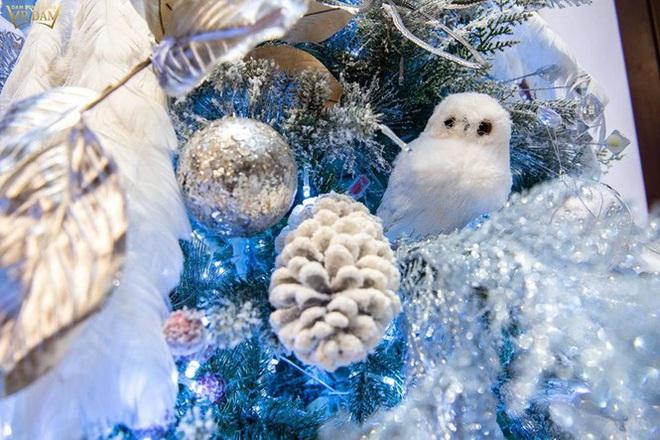 Choáng ngợp sắc màu Noel trong biệt thự 60 tỷ của Đàm Vĩnh Hưng  - Ảnh 14.