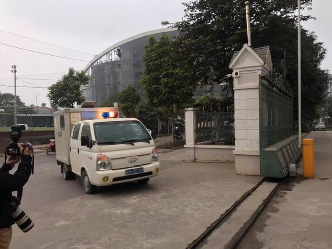 Hình ảnh mới nhất phiên xét xử vụ MobiFone mua AVG: ông Nguyễn Bắc Son, Trương Minh Tuấn tới tòa - Ảnh 1.