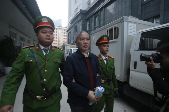 Hình ảnh mới nhất phiên xét xử vụ MobiFone mua AVG: ông Nguyễn Bắc Son, Trương Minh Tuấn tới tòa - Ảnh 8.