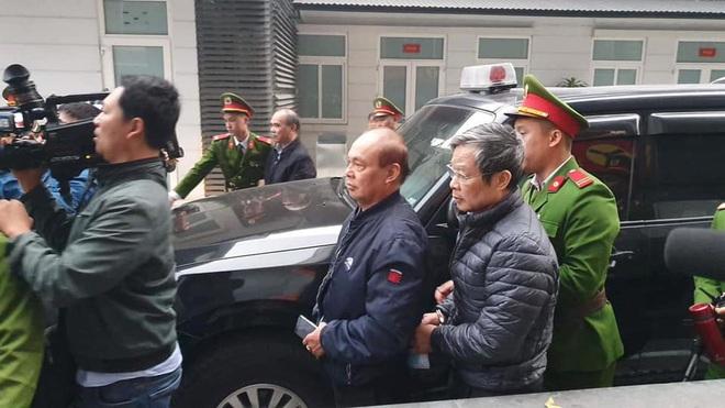 Hình ảnh mới nhất phiên xét xử vụ MobiFone mua AVG: ông Nguyễn Bắc Son, Trương Minh Tuấn tới tòa - Ảnh 4.