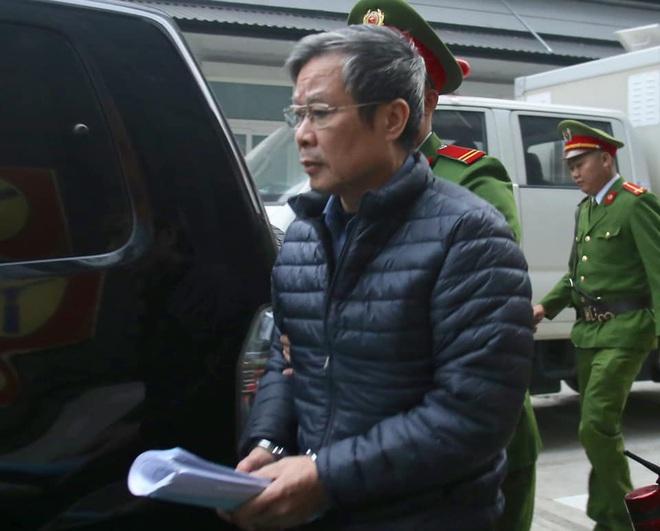 Hình ảnh mới nhất phiên xét xử vụ MobiFone mua AVG: ông Nguyễn Bắc Son, Trương Minh Tuấn tới tòa - Ảnh 5.