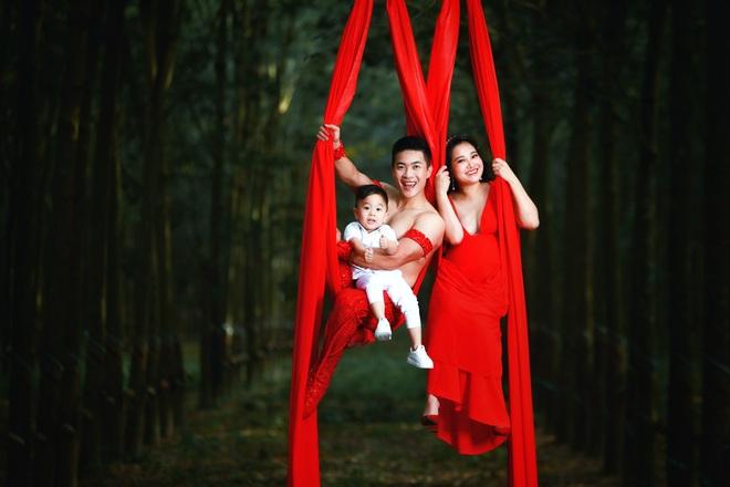 Vợ đang có bầu 7 tháng, gia đình nghệ sĩ Quốc Cơ gây thót tim với hình ảnh mạo hiểm - ảnh 10