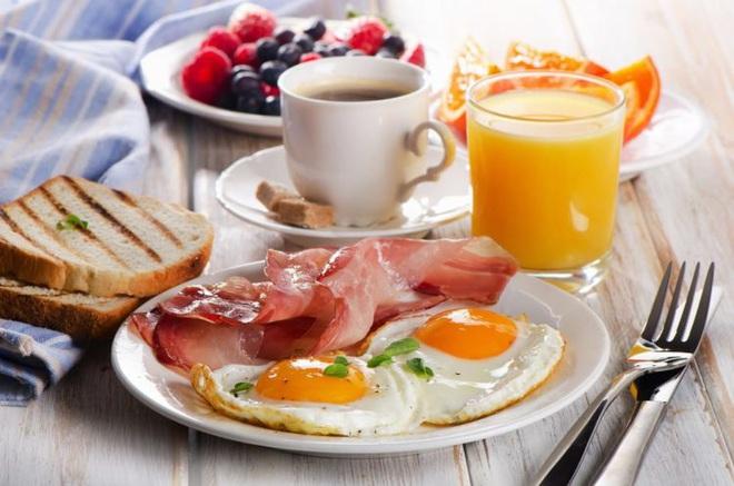 Ăn bữa sáng có phải quan trọng nhất? Câu trả lời bất ngờ từ chuyên gia dinh dưỡng - Ảnh 1.