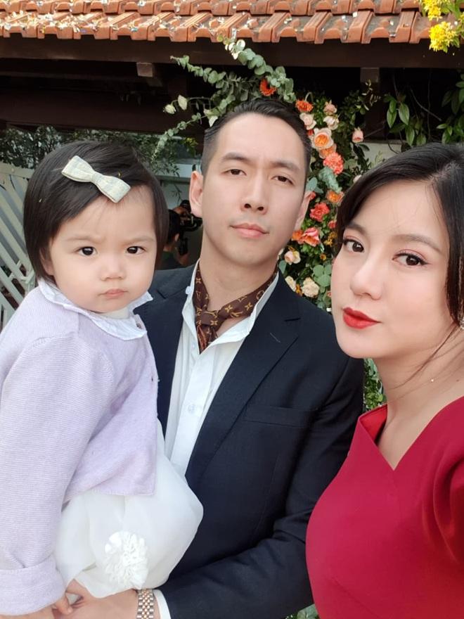 5 năm sau khoảnh khắc nổi khắp MXH, Tú Linh giờ hạnh phúc với công việc mẹ bỉm sữa full time - ảnh 2