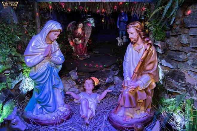 Cận cảnh biệt thự 60 tỷ ngập sắc Noel của Đàm Vĩnh Hưng - Ảnh 3.
