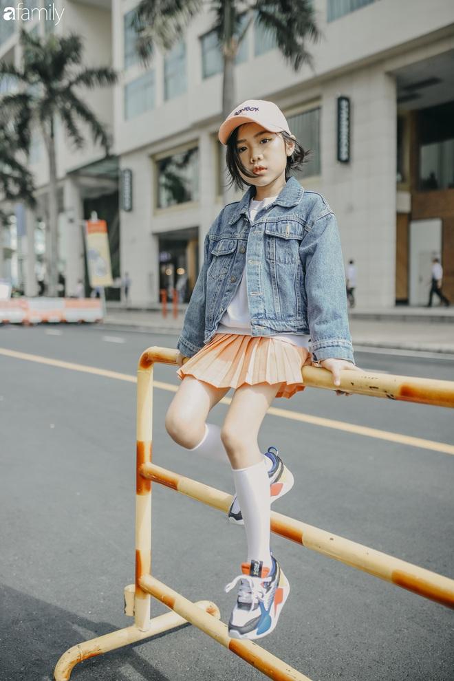 Khánh An - mẫu nhí 8 tuổi với màn catwalk thần sầu gây bão MXH và nỗi lo của người mẹ có con gái vào nghề showbiz từ quá sớm - Ảnh 9.