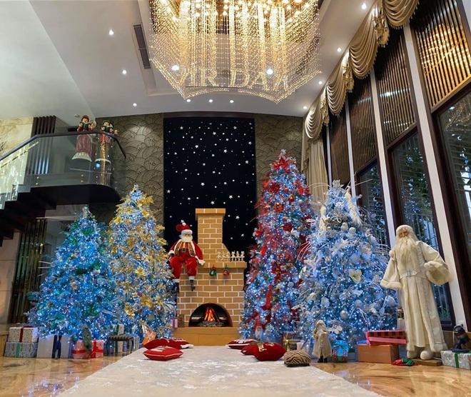 Cận cảnh biệt thự 60 tỷ ngập sắc Noel của Đàm Vĩnh Hưng - Ảnh 4.