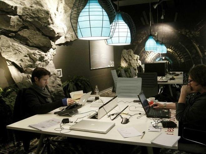 Những toà nhà kì lạ trên thế giới được Google biến thành văn phòng - Ảnh 5.