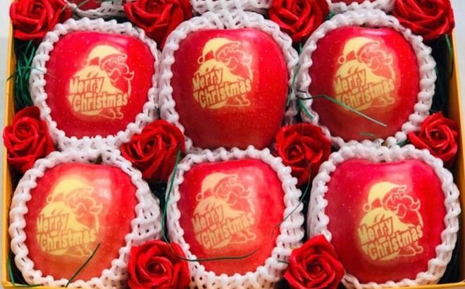 Táo đỏ Nhật Bản giá gần 500.000 đồng in chữ Noel hút khách
