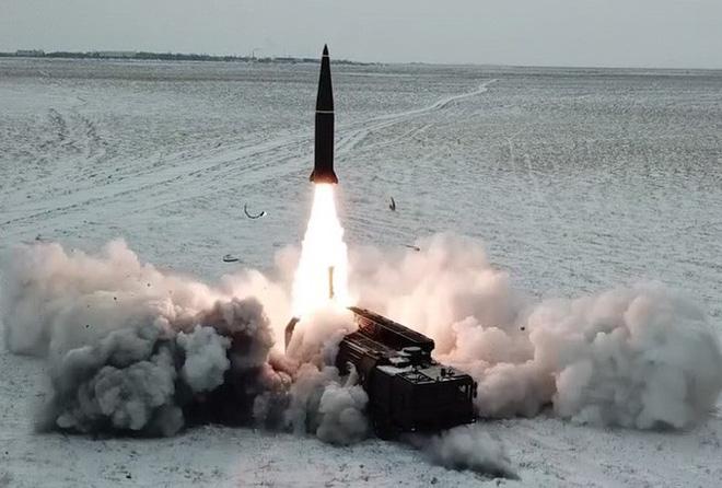 Uy lực tổ hợp tên lửa Iskander lừng danh của Nga - Ảnh 1.