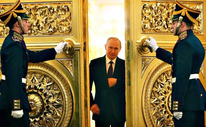 Hậu trường cuộc chuyển giao quyền lực Yeltsin-Putin: Nhiều người đã bật khóc khi ông Yeltsin tuyên bố từ chức
